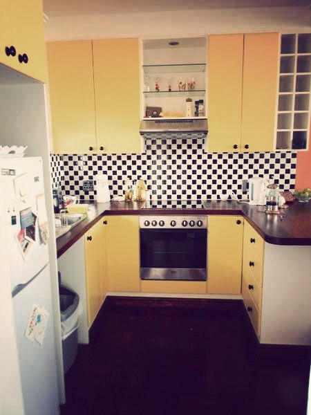 How cool is this kitchen? 1950s diner vibe! Nadia Krige