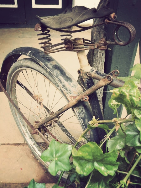 A bicycle repurposed at the Willow Historical Hotel in Willowmore.