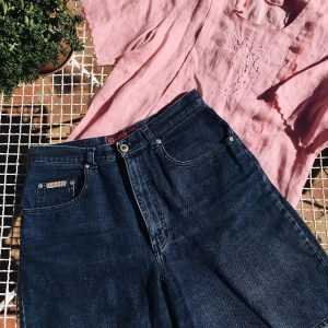 high-waisted denim shorts, pink blouse, second-hand, peregrinapreloved, vintage clothes cape town, vintage clothes south africa